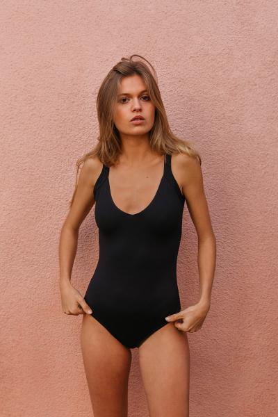 Une pièce nageur Olivia Black